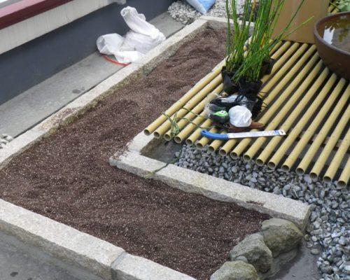 ②ルーフソイル10cm程度の土厚でトクサを植込み予定です。