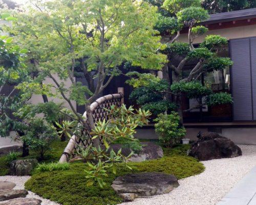 ③中庭にある光悦寺垣が庭に溶け込んでます。
