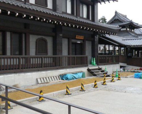 ⑤青竹を使った金閣寺垣。感じ良く仕上がりました。