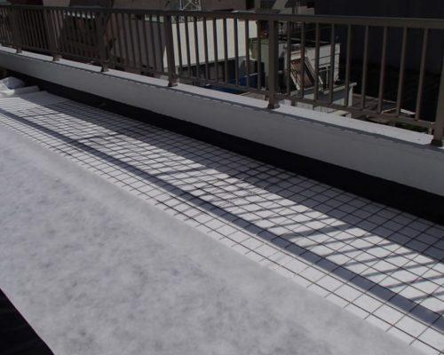 ⑥透水シート敷設の上に庭石等の設置がある為ワイヤーメッシュを敷設。