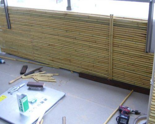 ③壁は御簾垣を設置しています。