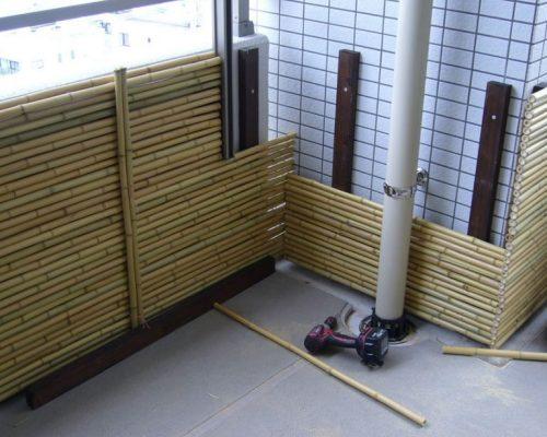 ④御簾垣は天然竹を利用しています。
