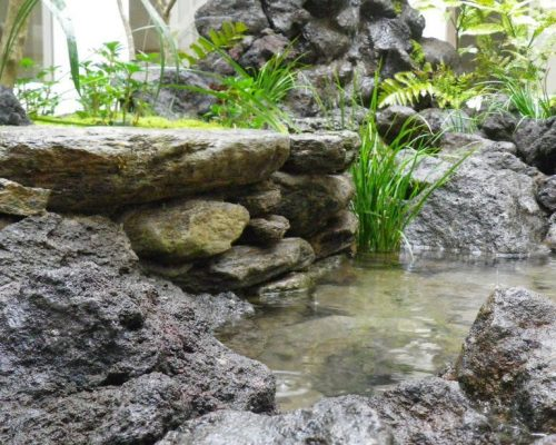 ⑧施工した地域で産出される石を利用した石積み。