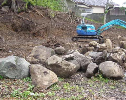 ⑤現場にある全ての石は再利用します。大きいもので3t程度あります。