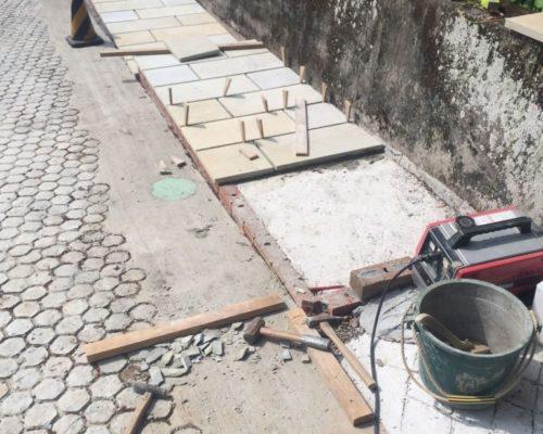⑰前面市道と同じ石張りで仕上げました。