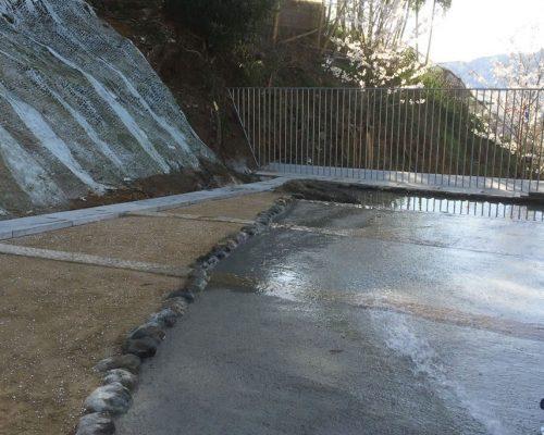 ⑥段々を設けて、冬は集合場所 夏には水遊び場所。